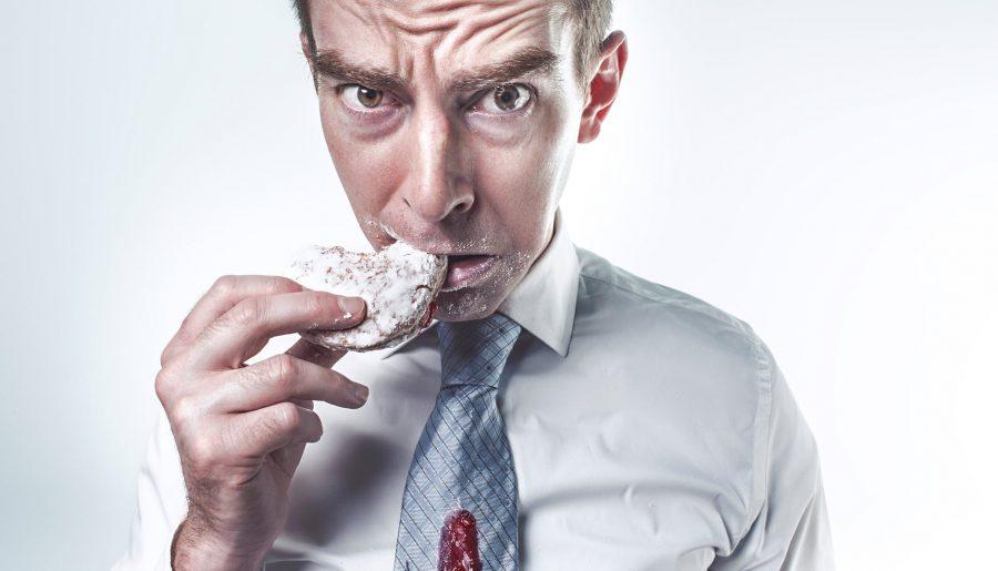 Les dangers des repas sur le bureau