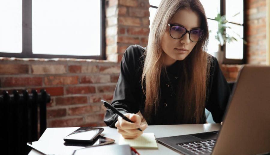 3 signes qu'il est temps de recruter une assistante de direction